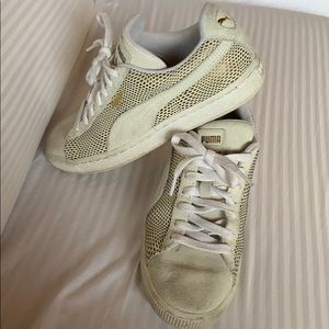 Gold/Cream Suede Puma Sneakers Size 8 (Used)